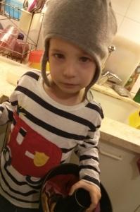 ילד וכובע. יומי